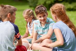 Jeux pour faire connaissance en colo, camp, séjour enfants ou ados
